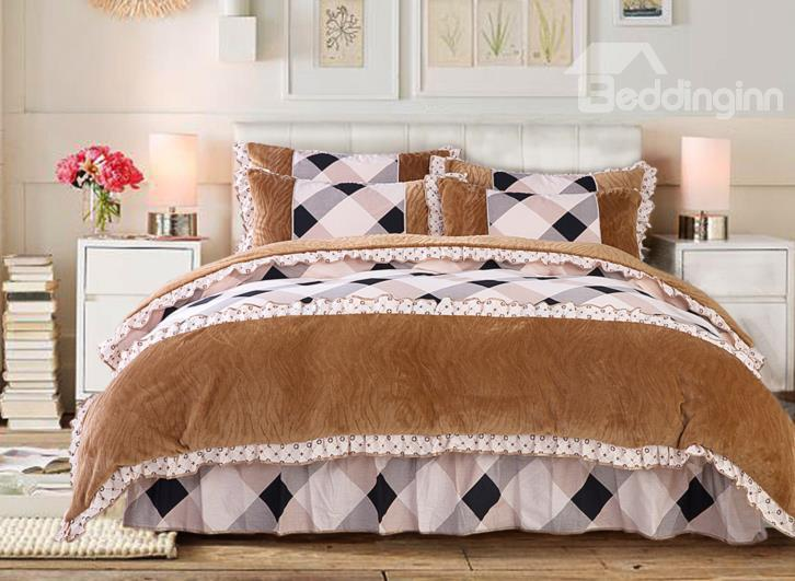 Modern Contrast Color Grid Lace Edging 4-Piece Coral Fleece Duvet Cover Sets